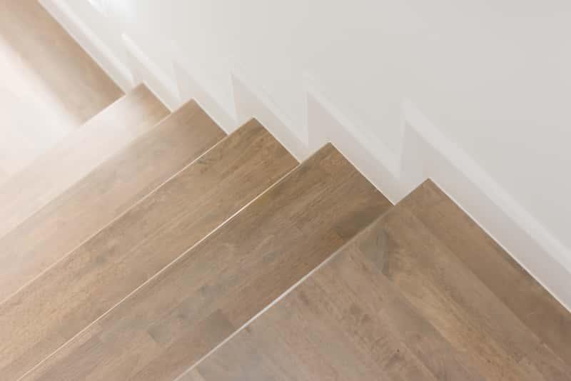 Stopnice drewniane - rodzaje drewna, opinie, ceny, porady