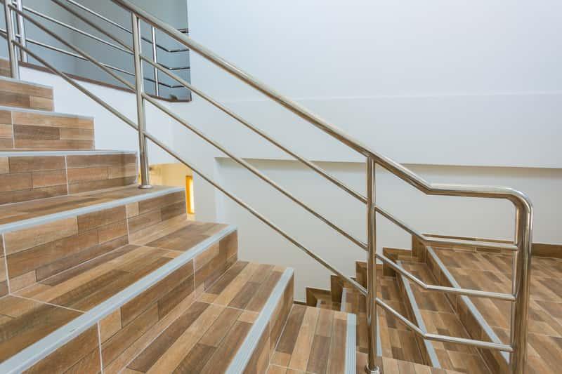 Gres na schody - rodzaje, ceny, zalety, wady, opinie, porady