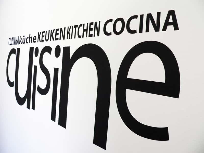 Naklejki do kuchni na ścianę i meble - najciekawsze wzory, inspirujące pomysły