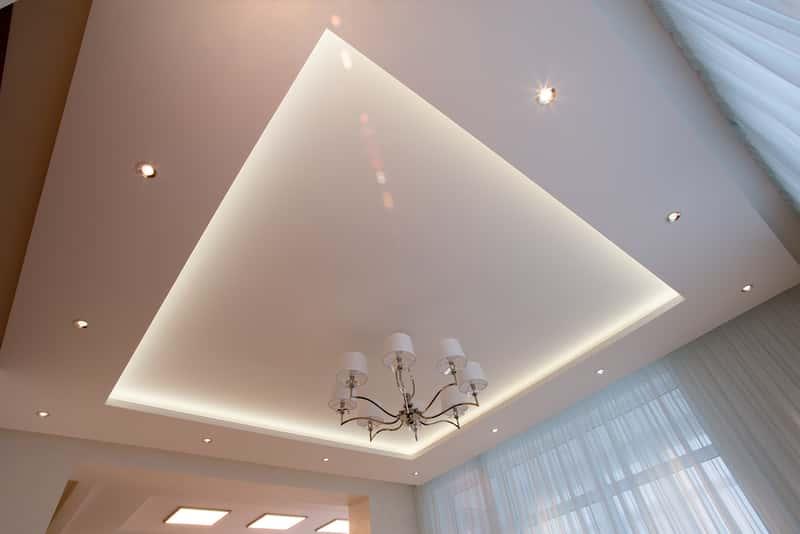 Montaż oświetlenia LED w suficie podwieszanym krok po kroku