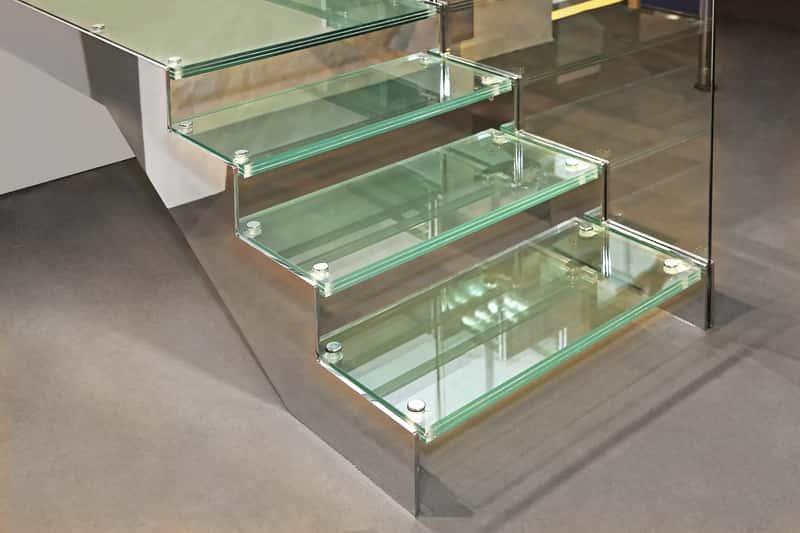 Szklane schody wewnętrzne - opinie, ceny, wymagania, porady