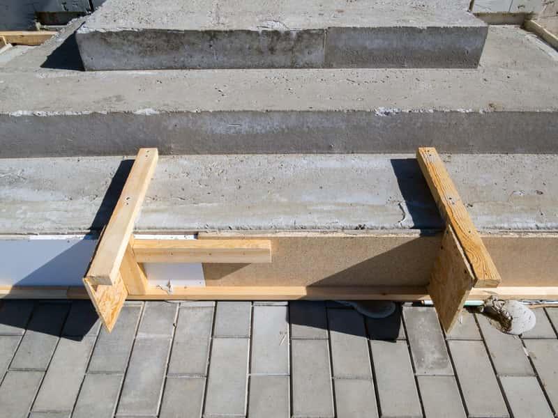 Jak zaszalować schody? Szalowanie schodów krok po kroku