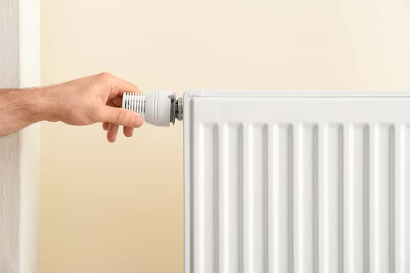 Głowica termostatyczna do grzejnika - rodzaje zaworów, ceny, opinie, porady
