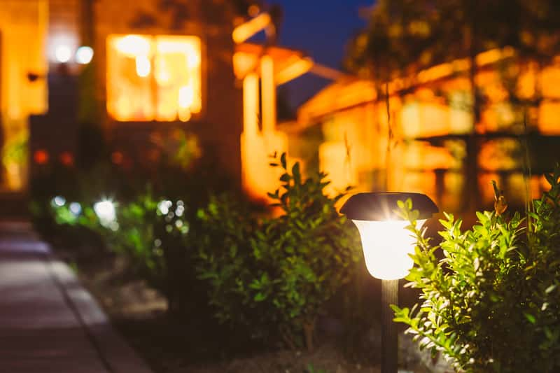 Lampy zewnętrzne - rodzaje oświetlenia, ceny, opinie, porady