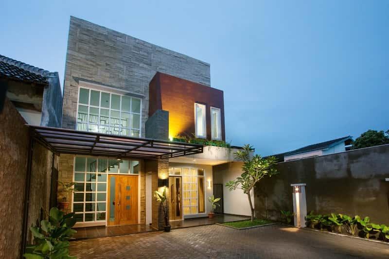 Oświetlenie zewnętrzne domu - rodzaje, ciekawe pomysły, ceny, opinie